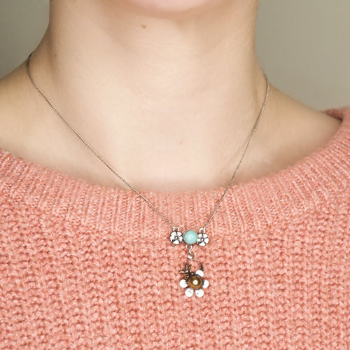 Delightful Flower Bee Necklace by Eric et Lydie