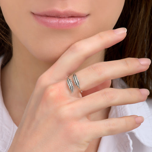 **PRE-ORDER** Dainty Silver Feather Ring by Satellite Paris