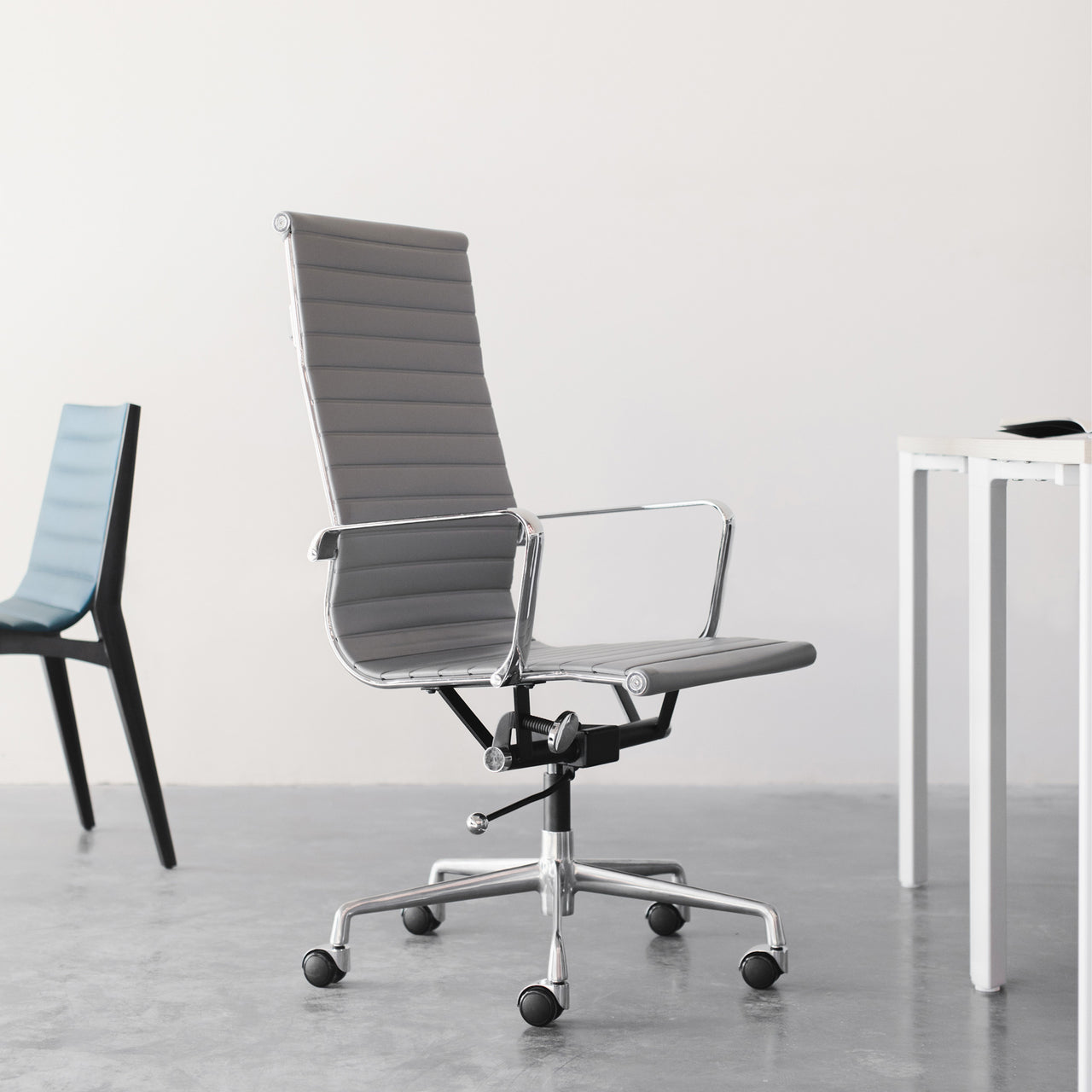 SOHO Tall Back Ribbed Management Chair (White)