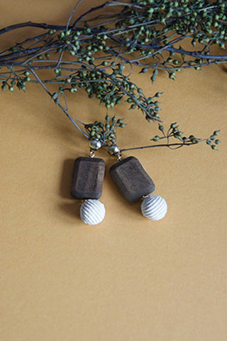 Lora Wooden Eardrops [18% OFF]