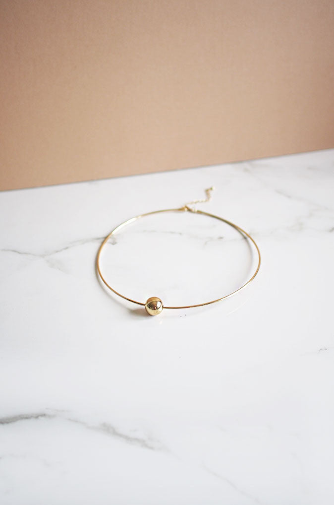 Aila Choker in Gold
