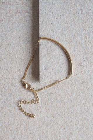 Arch Bar Bracelet in Gold [80% OFF]