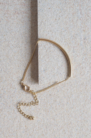 Arch Bar Bracelet in Gold [LAST PIECE]