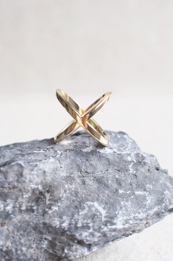 Closed Cross Ring in Gold