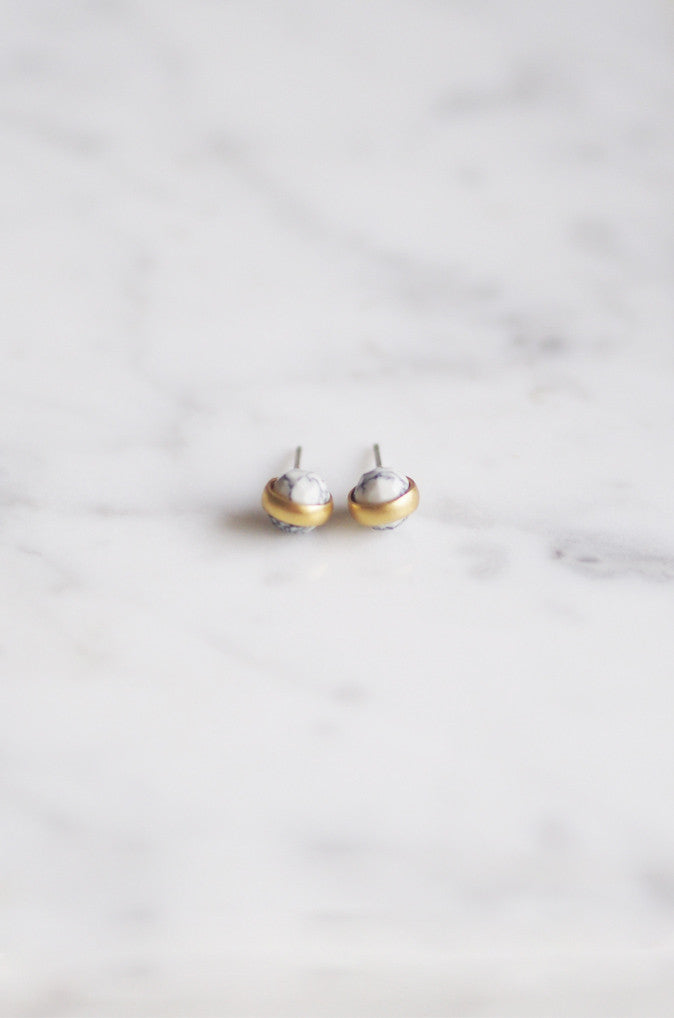 Gold Globe Earrings in White Howlite [PREMIUM]
