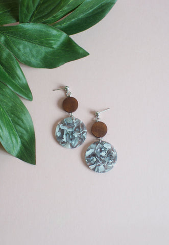 Leisel Wooden Earrings in Grey & White
