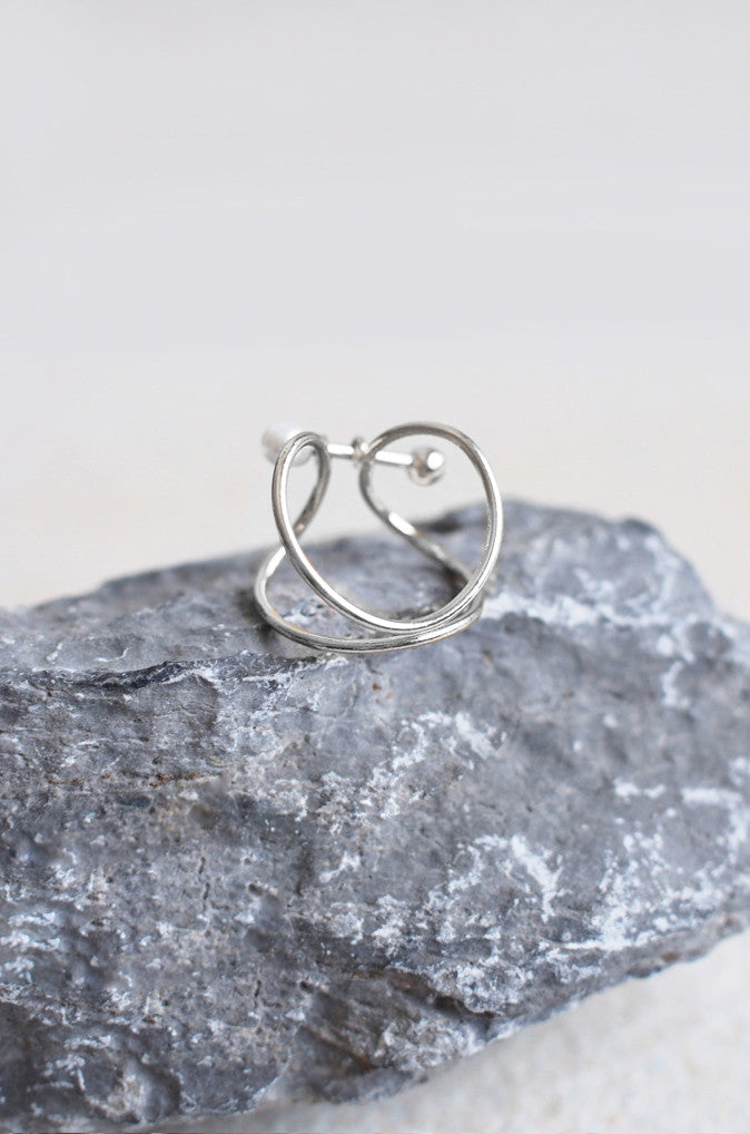 Penates Wire and Pearl Ring in Silver [PREMIUM]