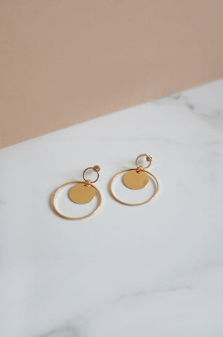 Roth Earrings in Gold