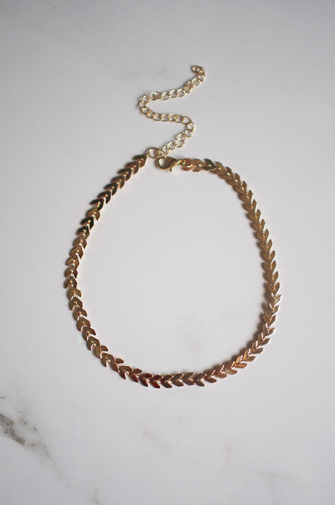 Saig Metal Choker in Gold