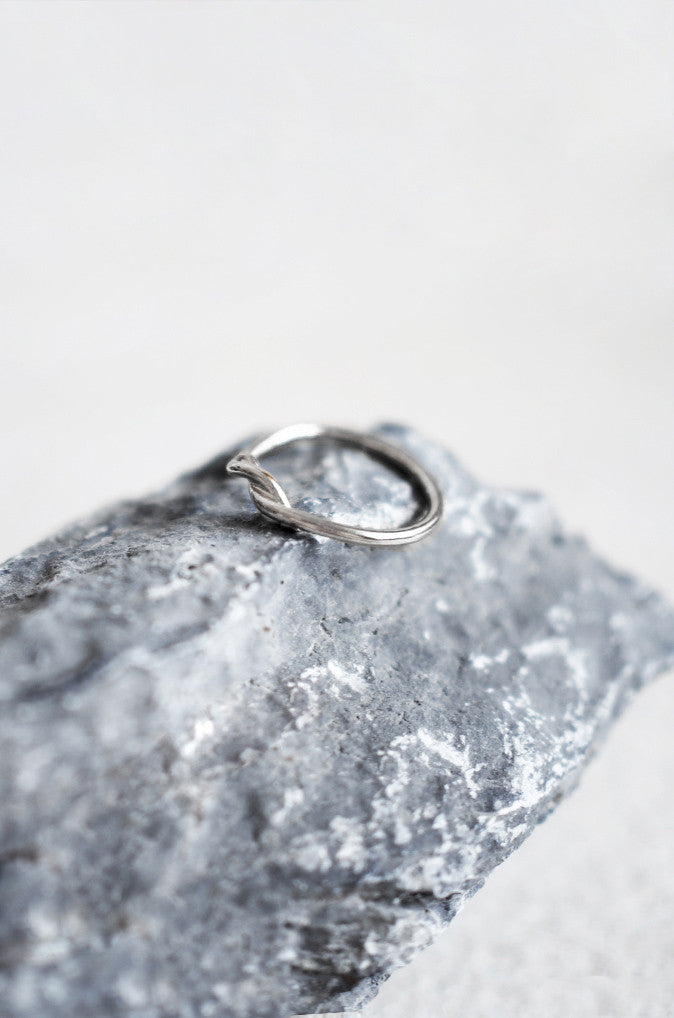 Temnes Twist Ring in Silver [64% OFF]