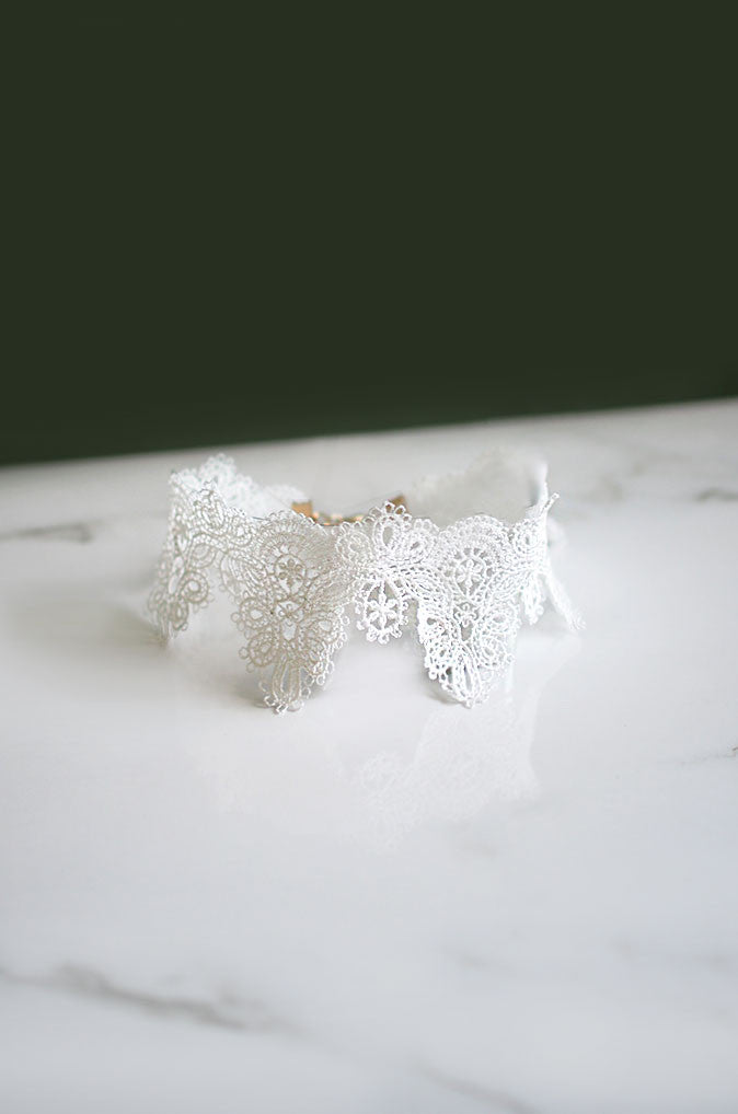 Trikit Lace Choker in White [27% OFF]