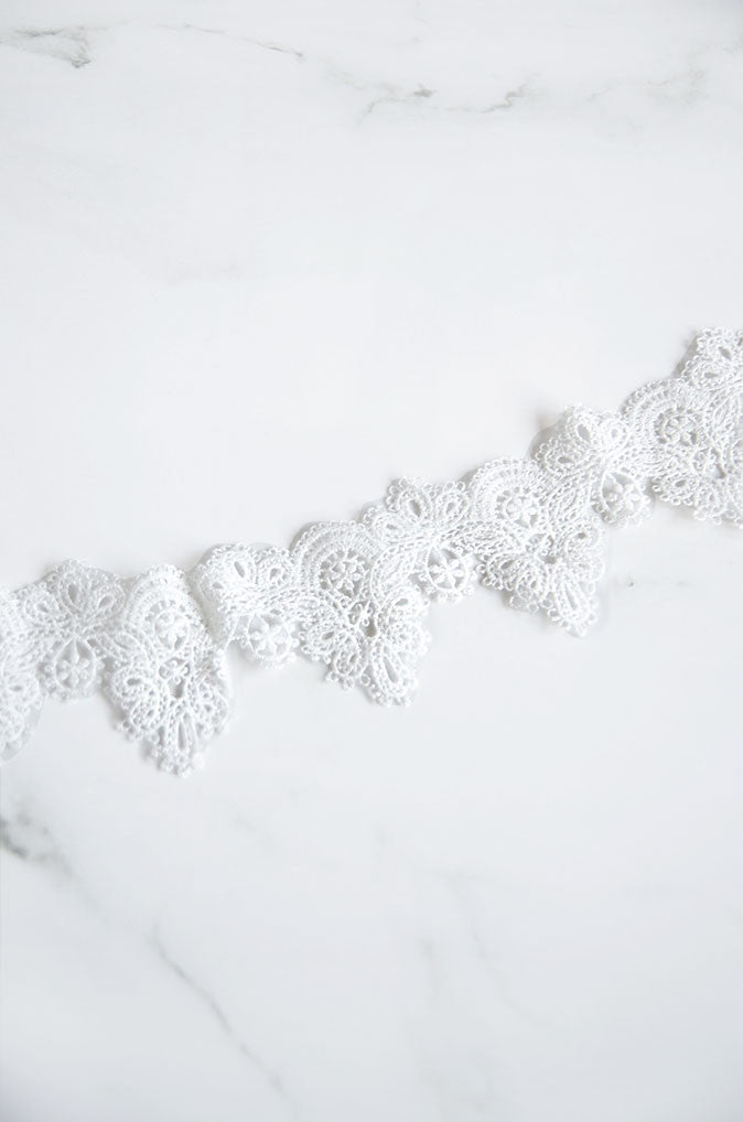 Trikit Lace Choker in White