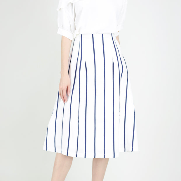Pleated waist skirt