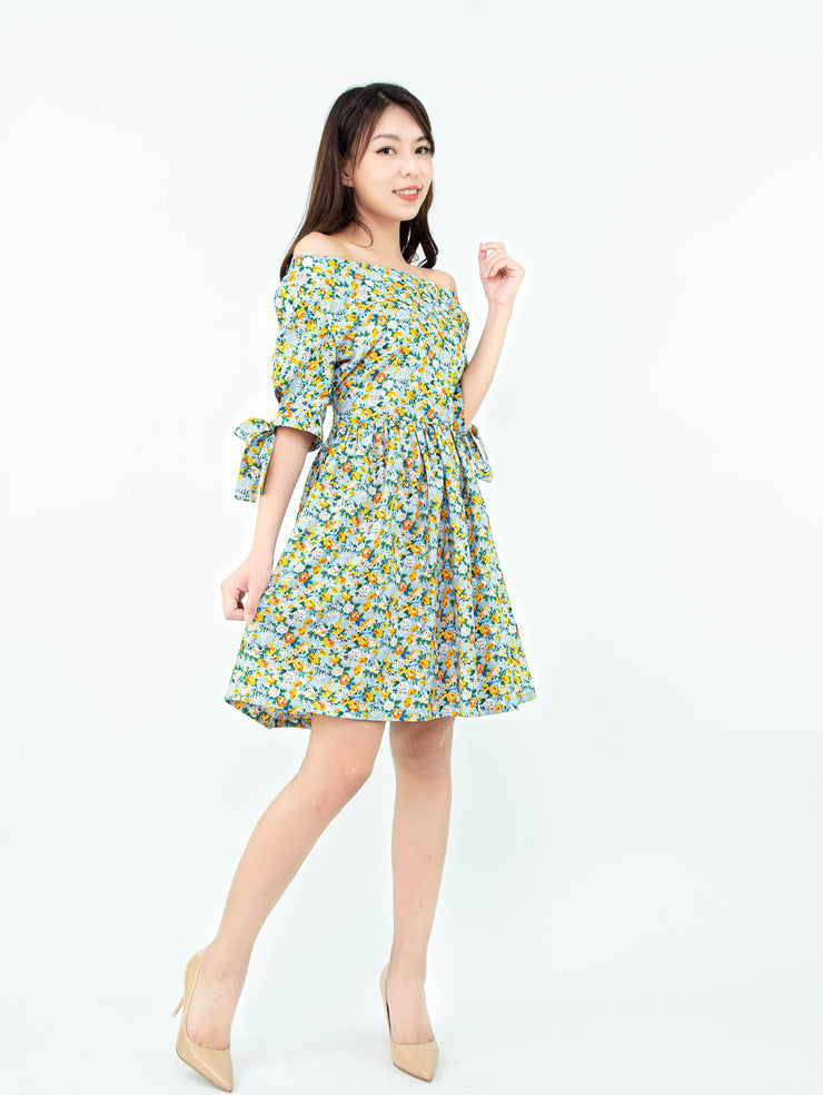 Gaily floral drop shoulders dress
