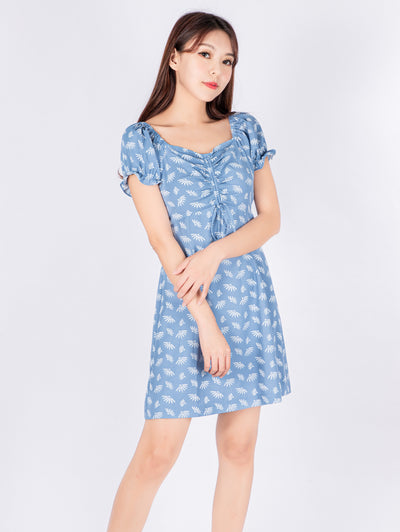 Gaily printed front-ruched blue dress