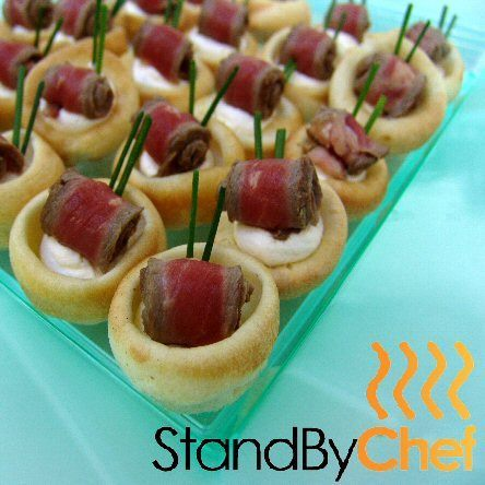 Mini yorkshire pudding and roast beef canapes catering london for Canape delivery