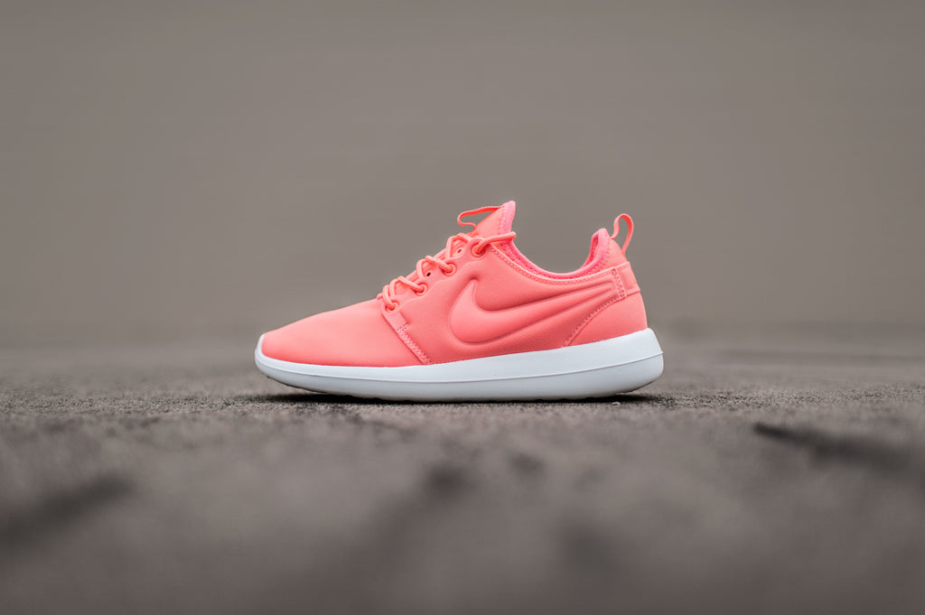 Women's Nike Roshe Two Casual Shoes Black/Cool Grey/Lava Glow
