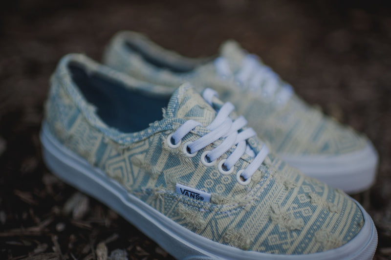 WMNS Vans Authentic Slim Frayed Native (True White)
