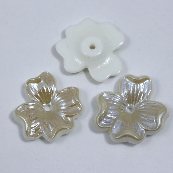 18mm Cream Dogwood Blossom