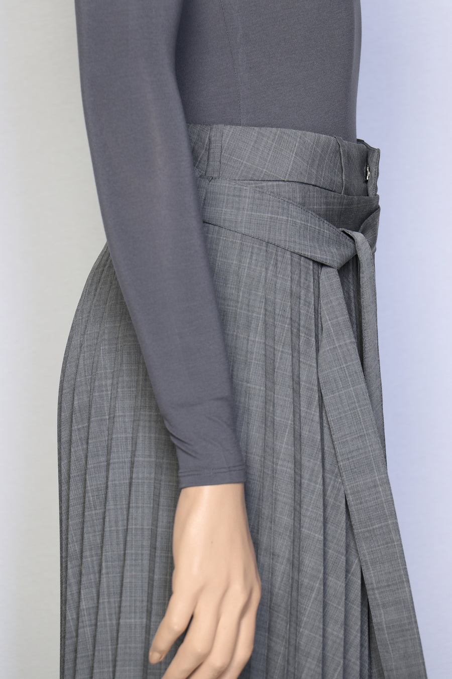PLEATED ASYMMETRICAL SUIT SKIRT