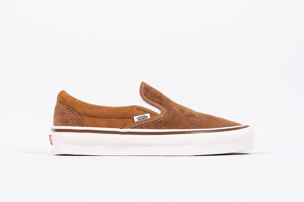 "VANS CLASSIC SLIP-ON 98 DX ""CORDUROY"""