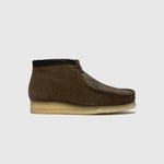 CLARKS ORIGINALS WALLABEE BOOT (OLIVE INTEREST)
