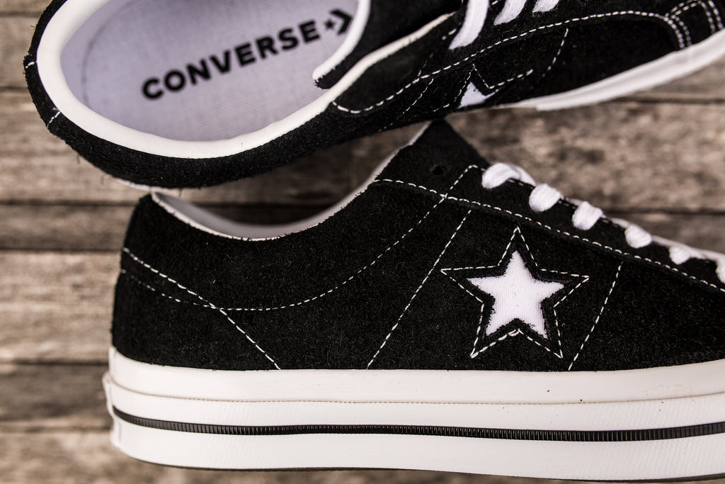 CONVERSE ONE STAR SUEDE LOW TOP - BLACK