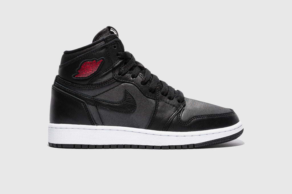 "AIR JORDAN 1 RETRO HIGH OG (GS) ""BLACK SATIN"""