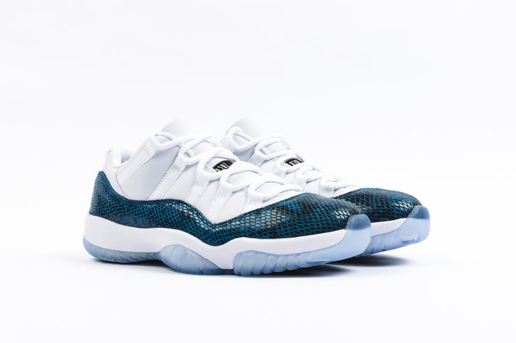 "AIR JORDAN 11 RETRO LOW LE ""NAVY SNAKESKIN"""