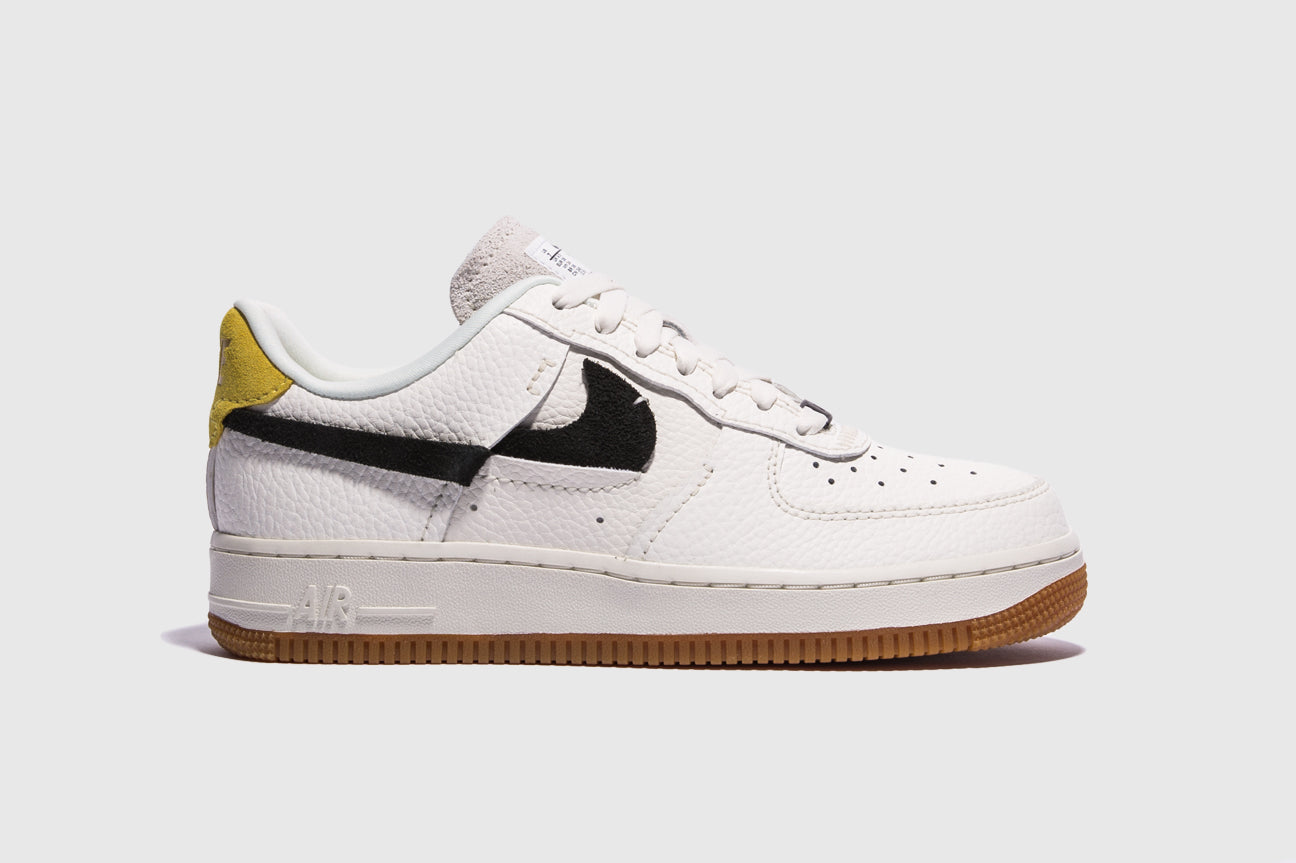 "NIKE WMNS AIR FORCE 1 '07 LXX ""CHROME YELLOW"""