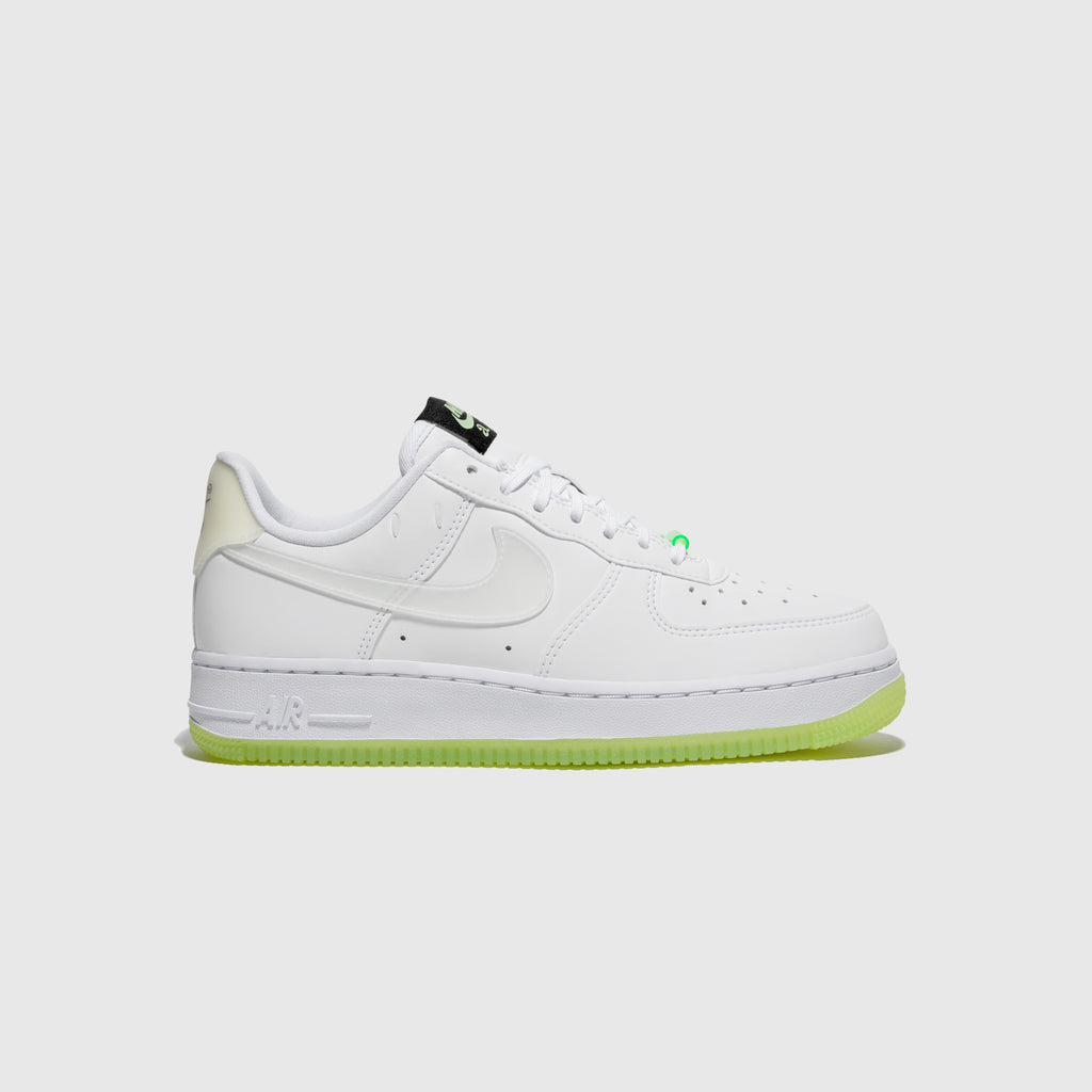 "NIKE WMNS AIR FORCE 1 '07 LX ""GLOW IN THE DARK"""