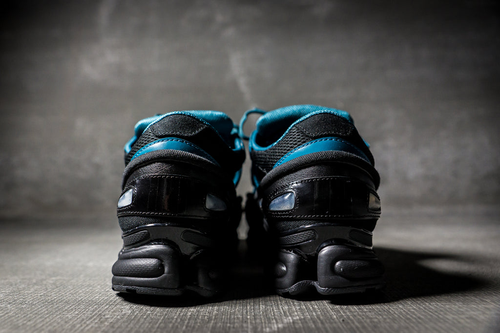ADIDAS BY RAF SIMONS REPLICANT OZWEEGO - BLACK/EMERALD GREEN