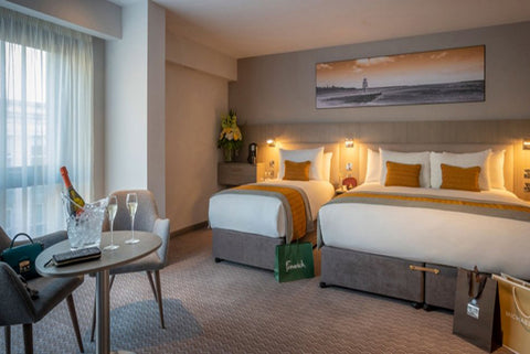 Overnight Stay for Two, With Breakfast, 3 Course Dinner and Glass of Prosecco Each