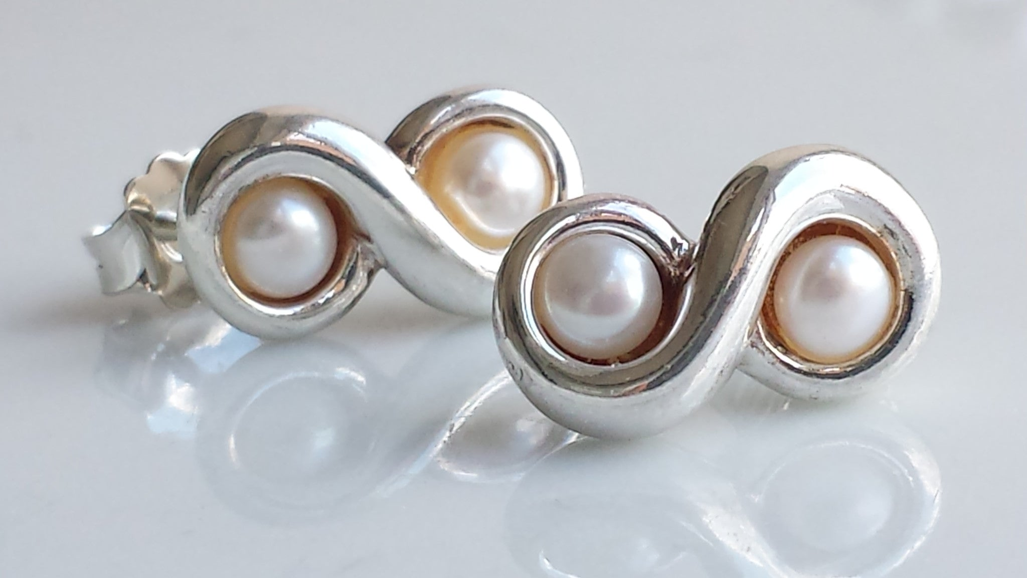 d46bec232 Tiffany & Co. Vintage Freshwater Pearl Sterling Silver Infinity (8) St -  Bloomsbury Manor Ltd