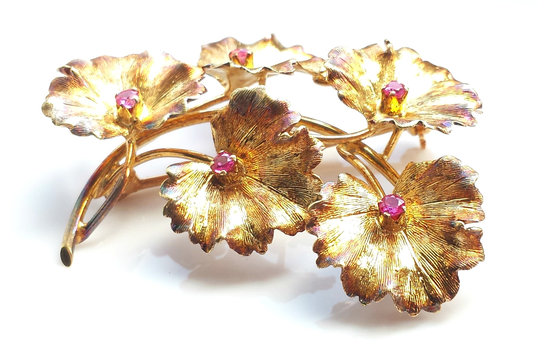 8cb4a467ceb90 Tiffany & Co. Mid Century 1950s 18k Gold & Ruby Flower Brooch