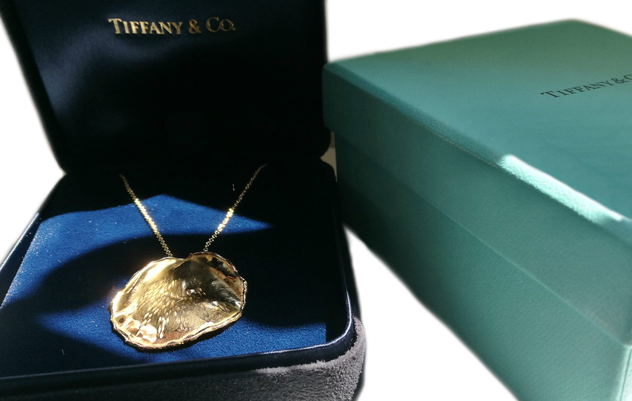 Tiffany & Co. 1979 Angela Cummings 18k Yellow Gold Rose Petal Pendant / Necklace