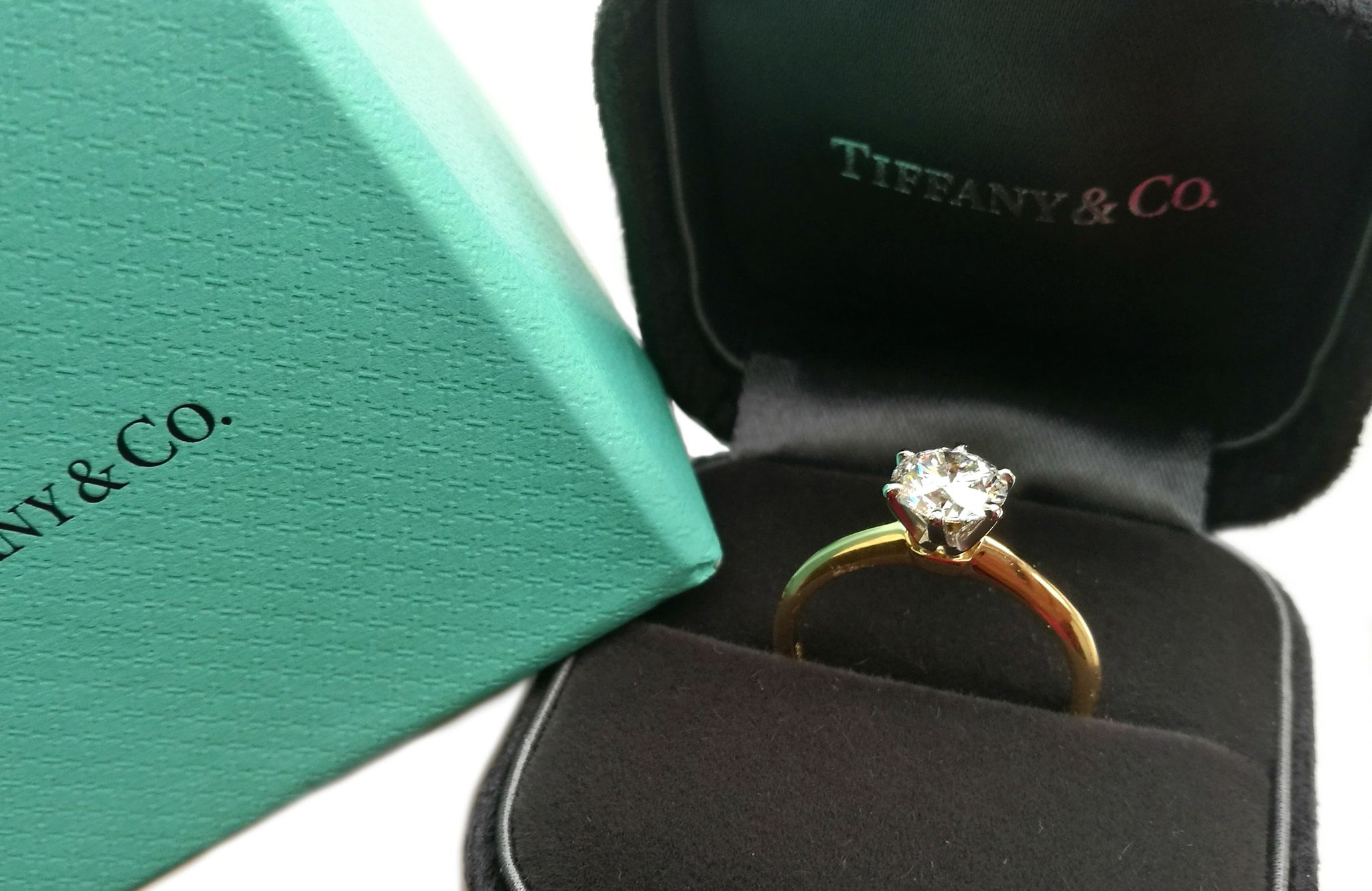 Tiffany & Co. 1.04ct F/VS1 18k Gold Round Brilliant Diamond Engagement Ring