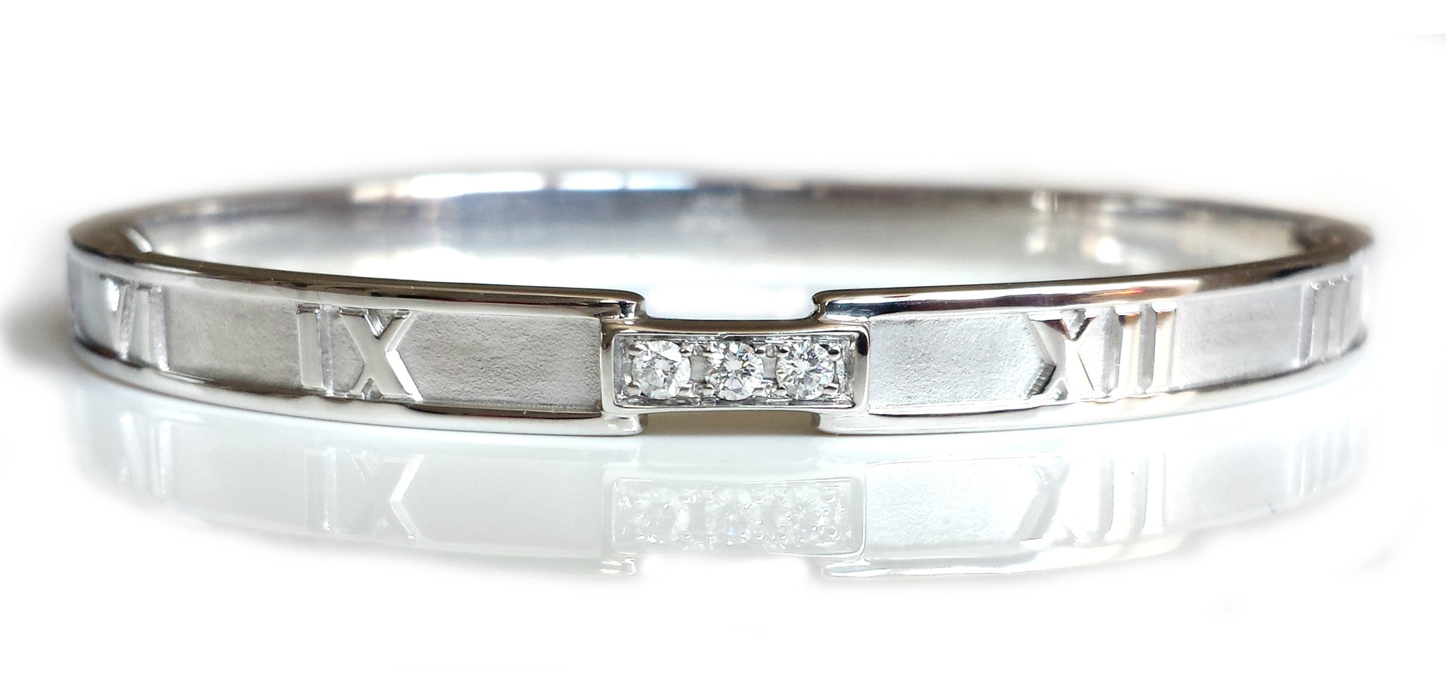 Tiffany & Co. Atlas Bangle in White Gold with Diamonds – Medium