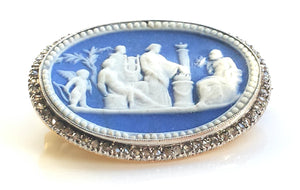 18th Century Wedgwood Neo-classical Jasper Dipped Brooch with Rose Cut Diamonds in Gold