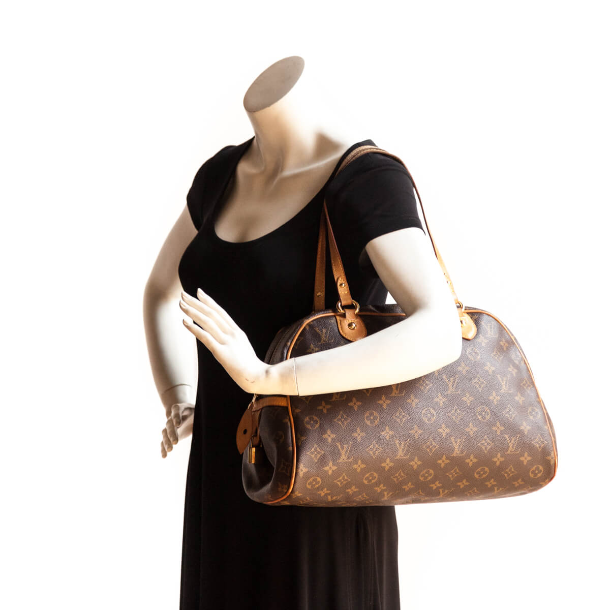 3009deb3b331 ... Louis Vuitton Monogram Montorgueil GM - LOVE that BAG - Preowned  Authentic Designer Handbags