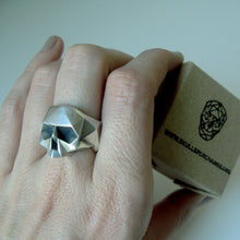 Load image into Gallery viewer, Silver Skull Ring (L , XL)