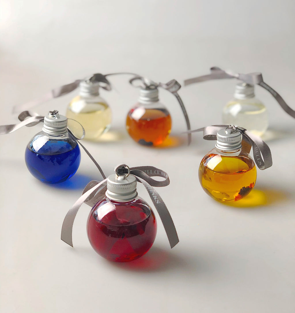 SPECIAL OFFER MULTI BUY!! 5 X  Gingle Bells Floral Gin Baubles 6 X 50ML packs GET ONE FREE