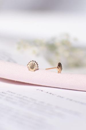 minimalist gold filled affordable fine jewelry seashell petite stud earrings