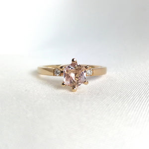 Fanny - Ring med en ljusrosa morganit 0,71ct och två tw/vs diamanter