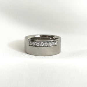 Lotta - Ring 8mm bred med 8st tw/vs diamanter