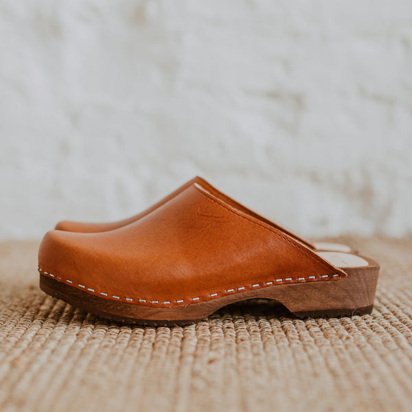 cumin orangey tan brown low classic style swedish clogs