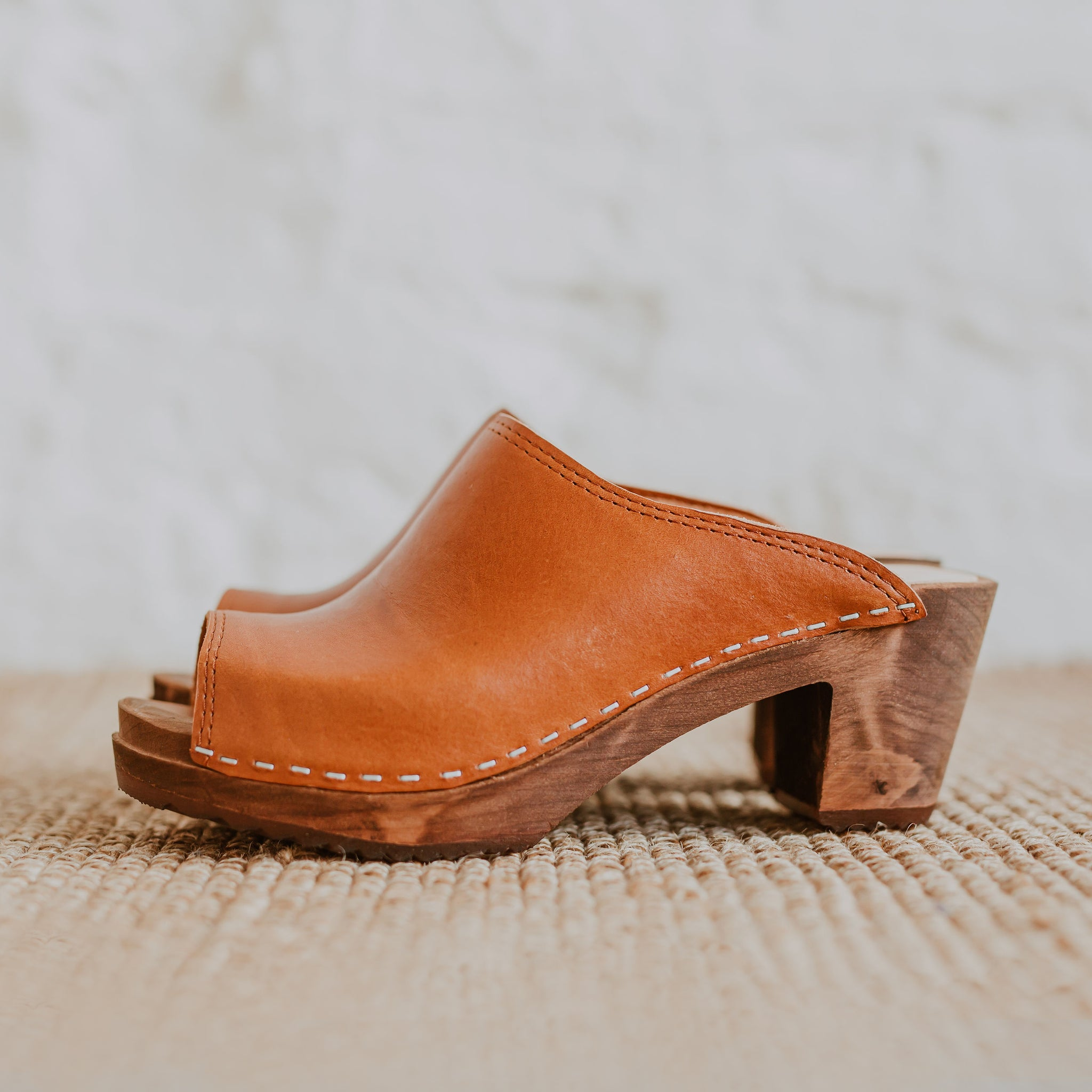 Tan brown cumin leather peep toe classic style mid heel Swedish women's clog