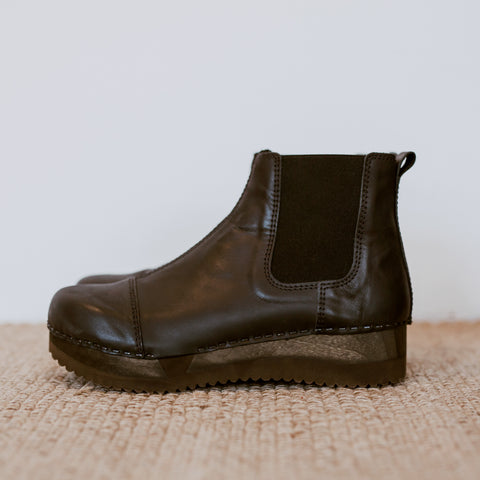 Black leather chelsea clog boot with flex sole