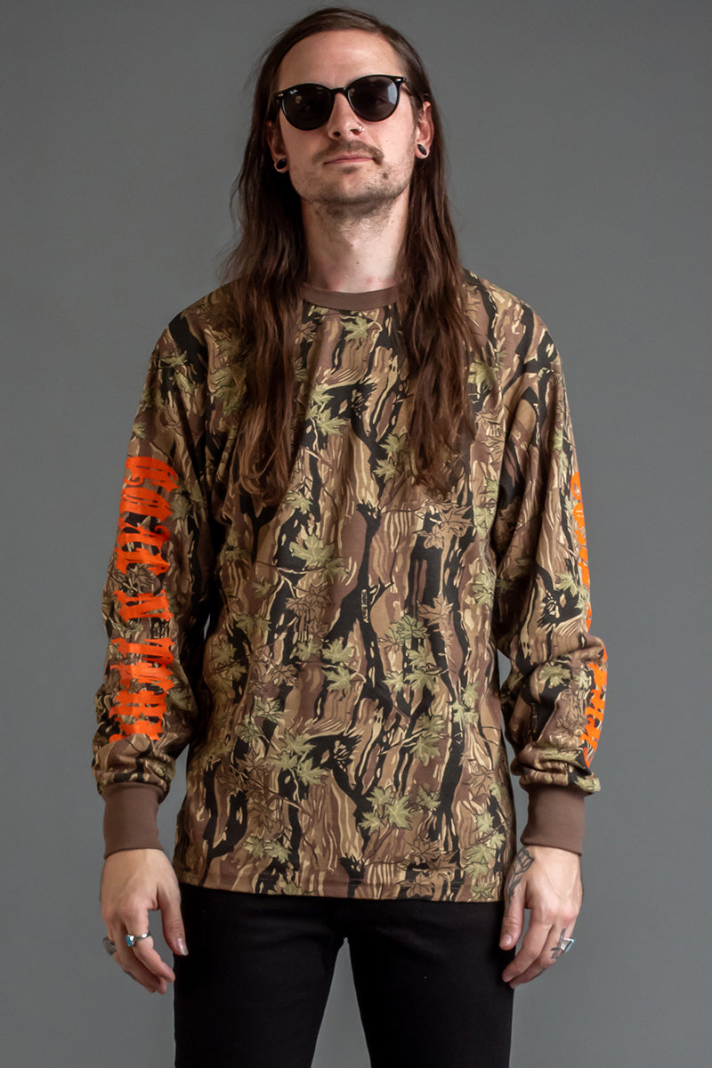GUYS HT CAMO N ORANGE TRAP TEE