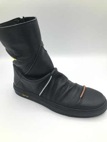 Clamp Dimash black zip ankle boot with Vibram sole